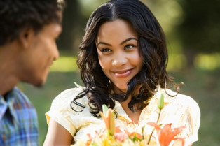 How to Read a Woman's Body Language on a Date
